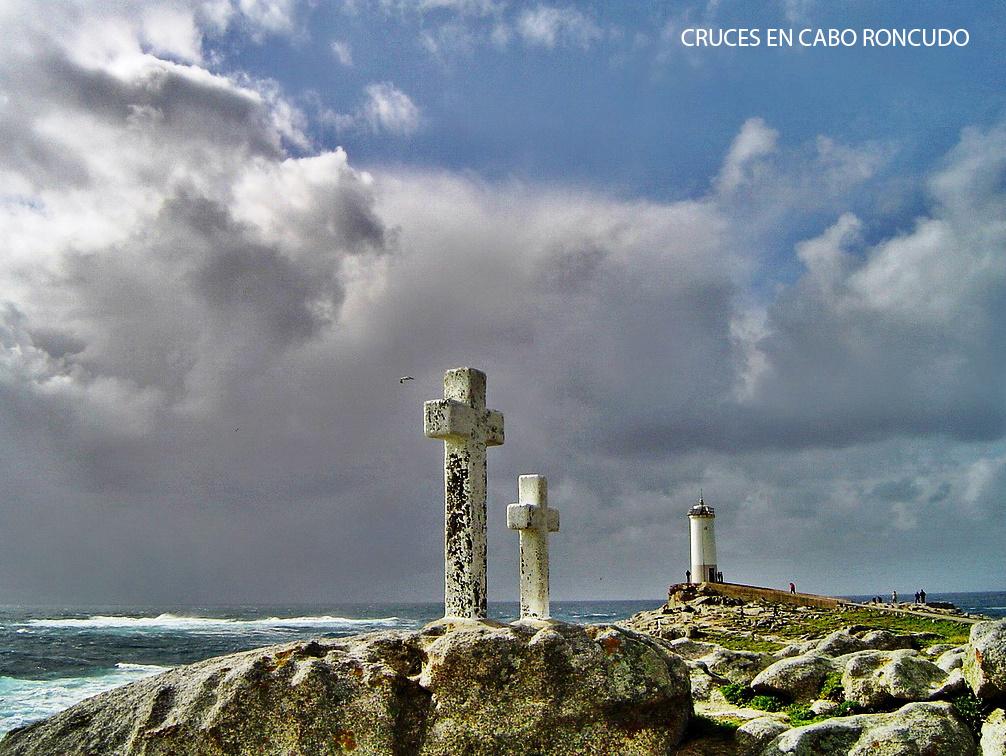 Cruces en Cabo Roncudo en recuerdo de los percebeiros fallecidos